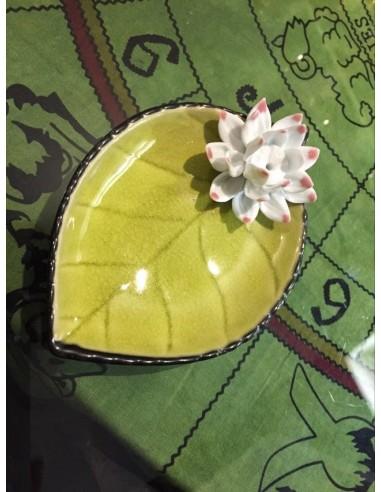 Hoja cerámica con flor